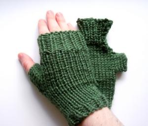 green fingerless gloves